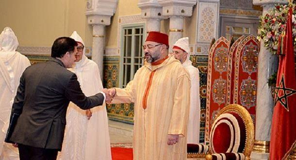 جلالة الملك يستقبل عدد من السفراء بعد نوصلهم  بالاعتماد