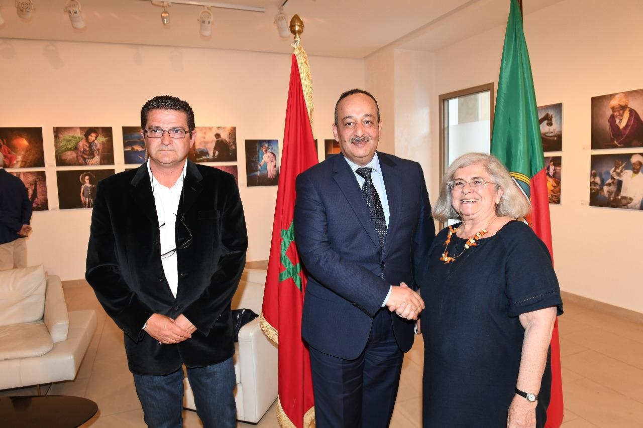 وزير الثقافة والاتصال يفتتح معرضا للصور الفوتوغرافية برواق محمد الفاسي بالرباط